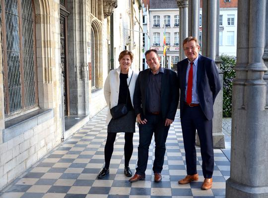 Kerstin Hopf en Johan Van Overtveldt verwelkomen Yves Selleslagh bij N-VA Mechelen